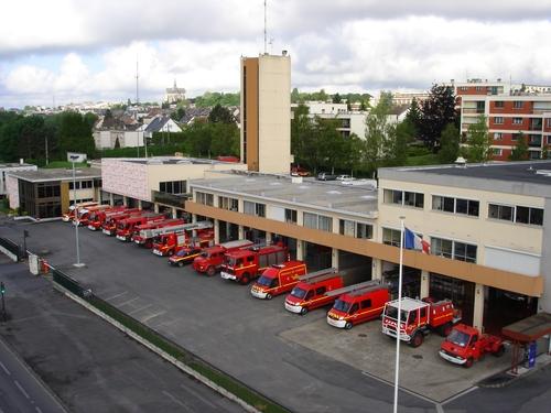 V hicules des pompiers fran ais page 1206 auto titre for Garage mercedes saint quentin 02