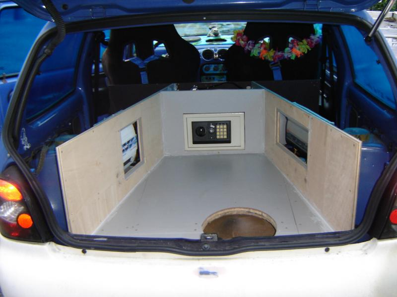 Le jacky du mois page 208 auto titre for Decoration maison automobile