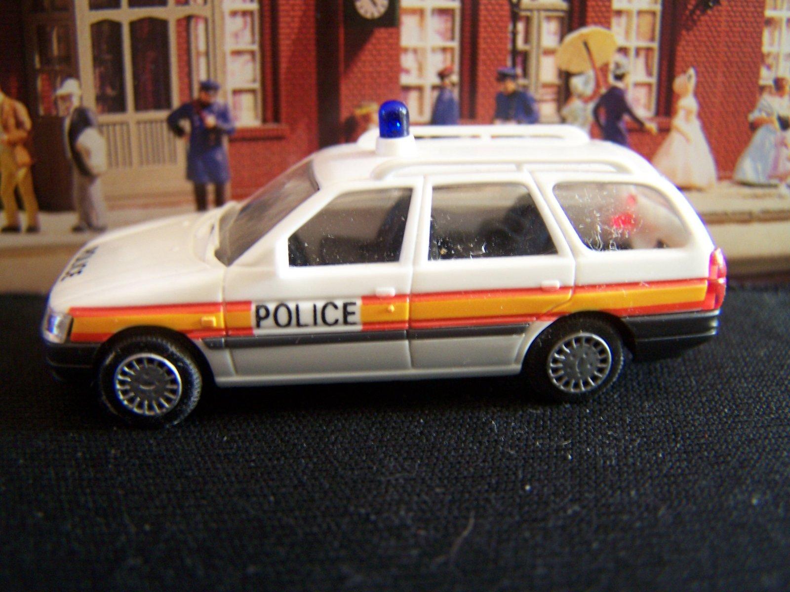 voitures de police 1 18 1 87 magasins ayant les mod les auto art ut models page 4 auto titre. Black Bedroom Furniture Sets. Home Design Ideas