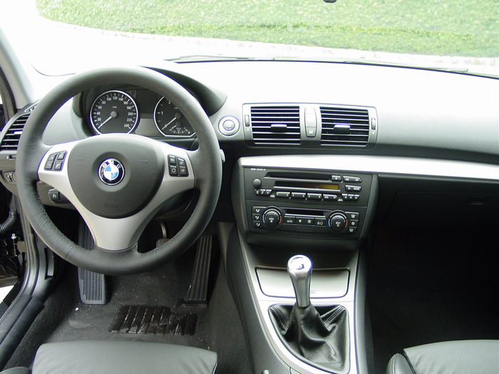 Megane cc ou bmw 118d quel dilemme auto titre for Serie 1 interieur