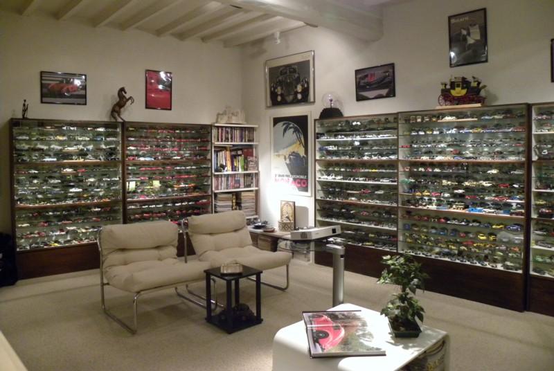 vitrines voitures miniatures 1 43. Black Bedroom Furniture Sets. Home Design Ideas
