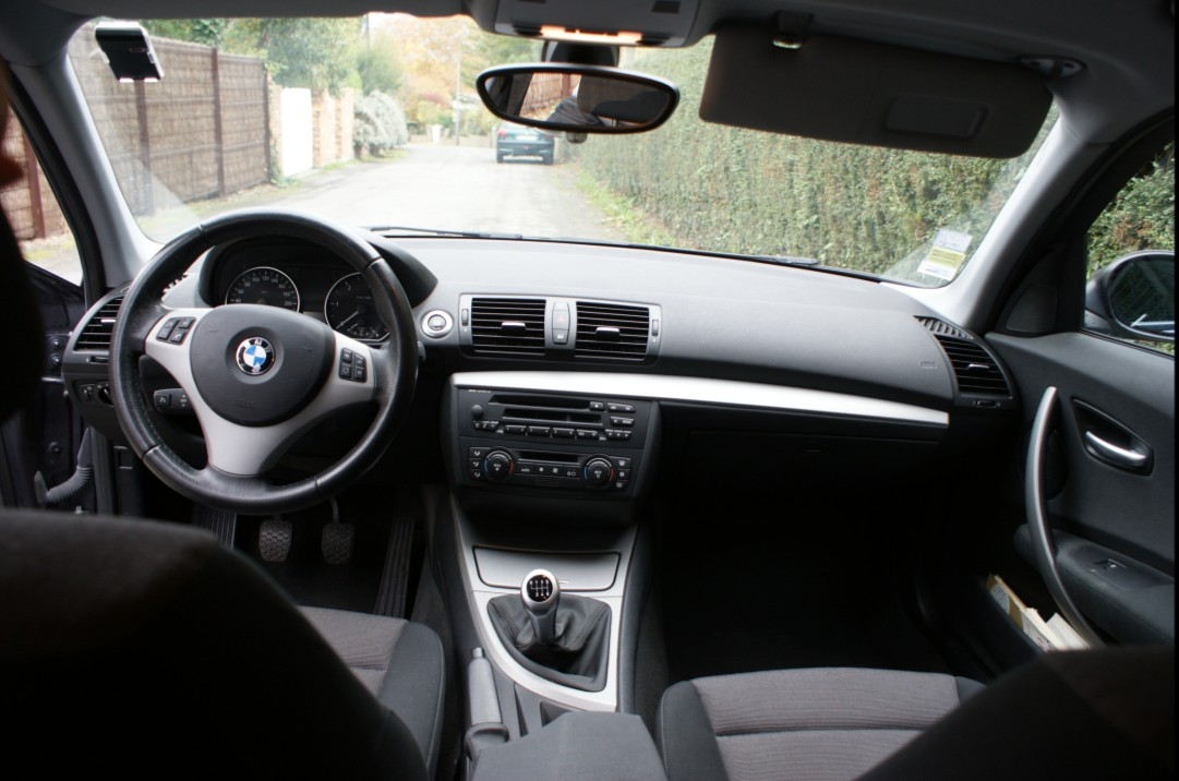 Fiche technique bmw s rie 1 e81 e87 118d auto titre for Bmw serie 9 interieur