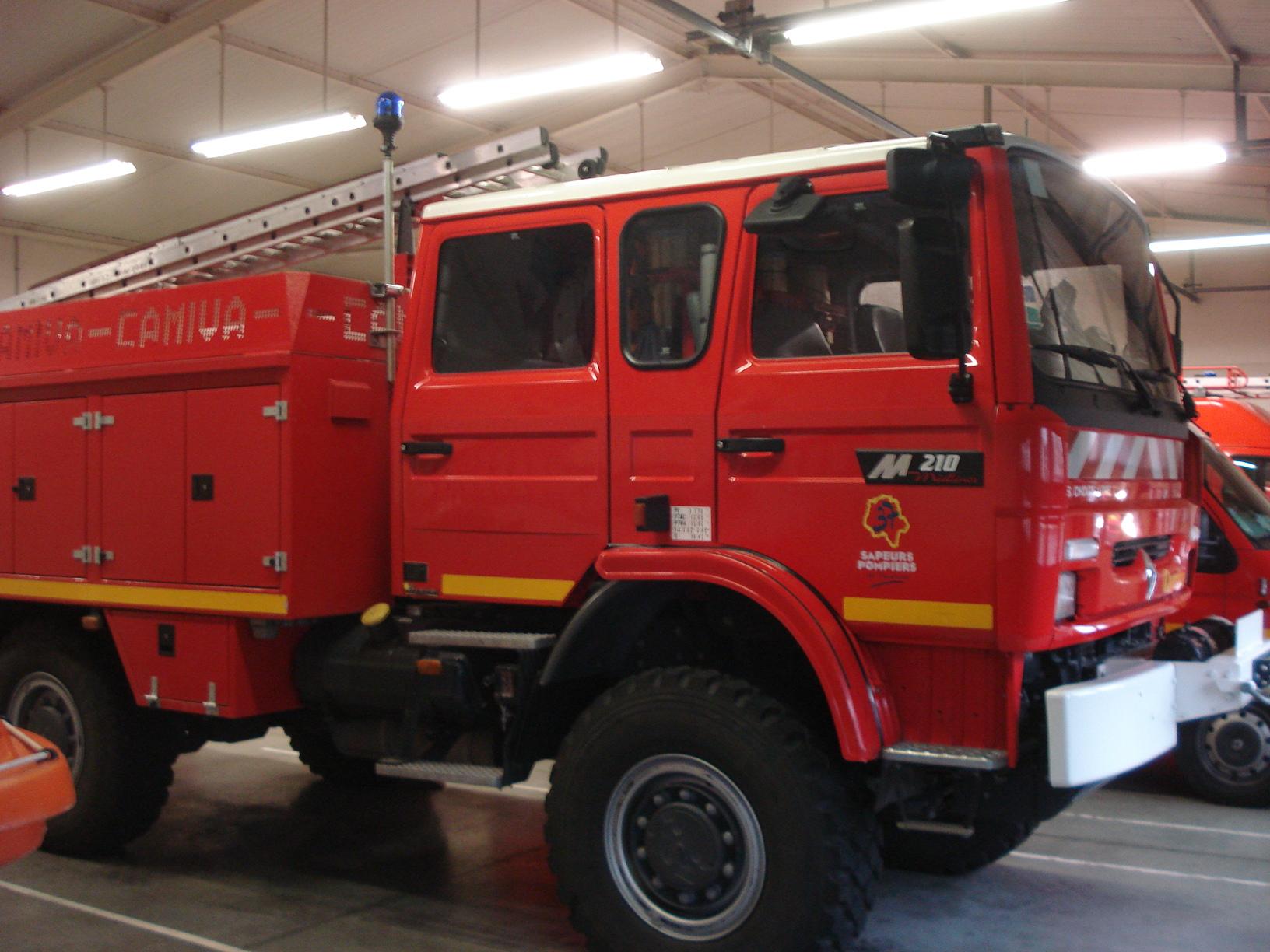 V hicules des pompiers fran ais page 1339 auto titre - Garage mercedes bergerac ...