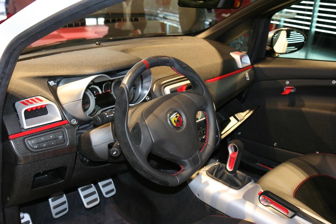 Fiat grande punto abarth page 3 auto titre for Fiat punto 1 interieur