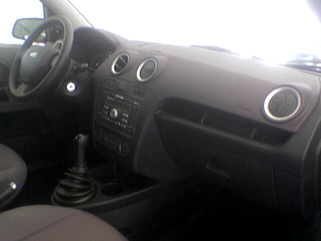 Ford fiesta 2005 restylage auto titre for Interieur ford fiesta