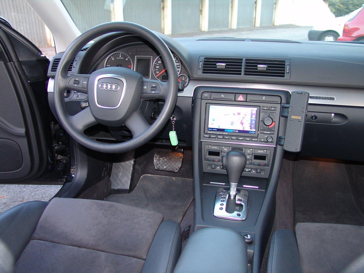 Audi a4 avant 3 0 tdi quattro 232ch bv6 s line votre for Audi a4 break interieur