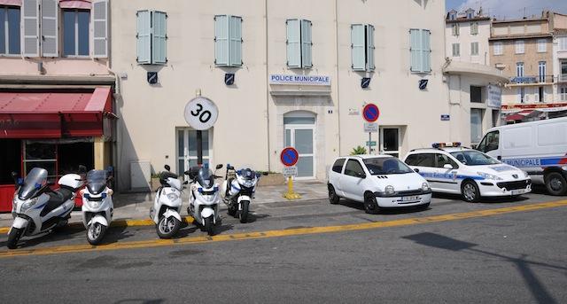 Photos de voitures de police page 1777 auto titre for Cannes piscine municipale