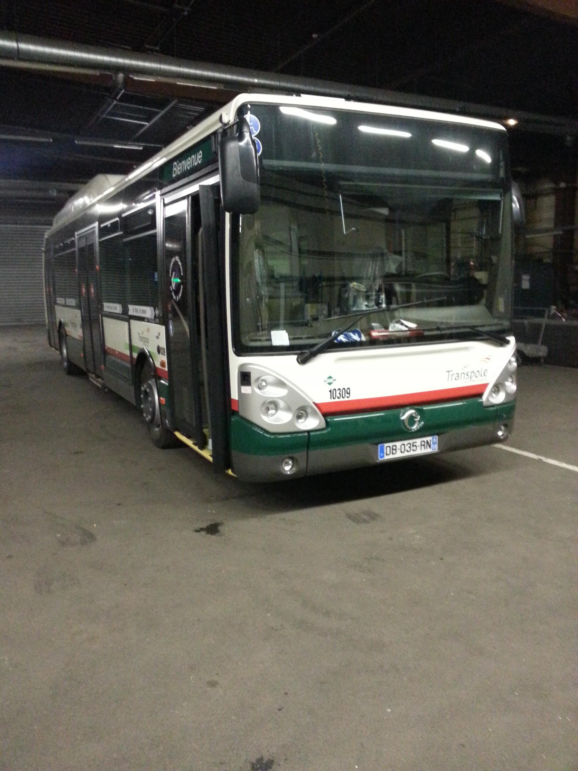autobus autocars cars bus page 4 auto titre. Black Bedroom Furniture Sets. Home Design Ideas