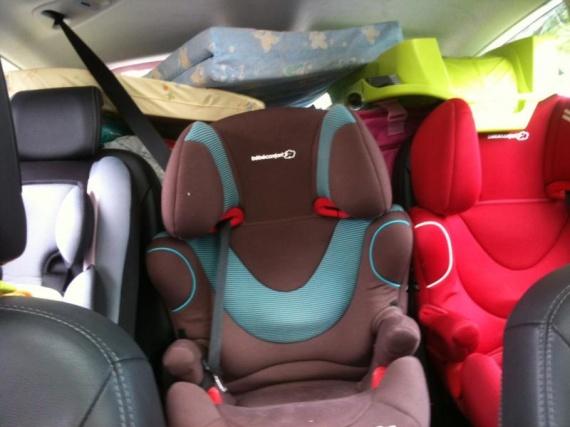 familiale compatible avec 3 enfants touran auto titre. Black Bedroom Furniture Sets. Home Design Ideas