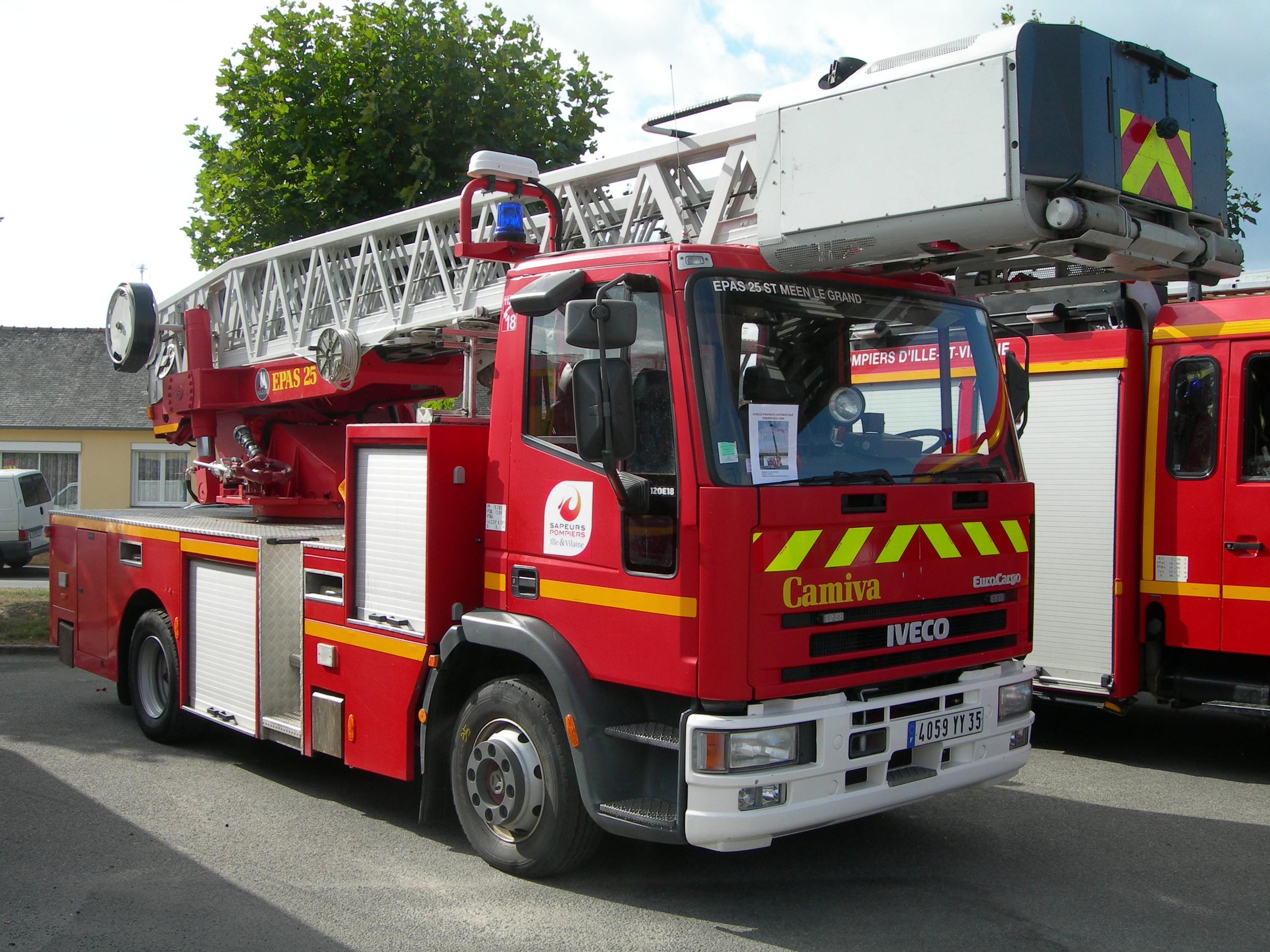 V 233 Hicules Des Pompiers Fran 231 Ais Page 1940 Auto Titre