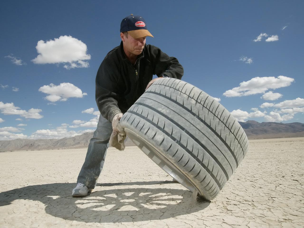 Bugatti veyron tires size