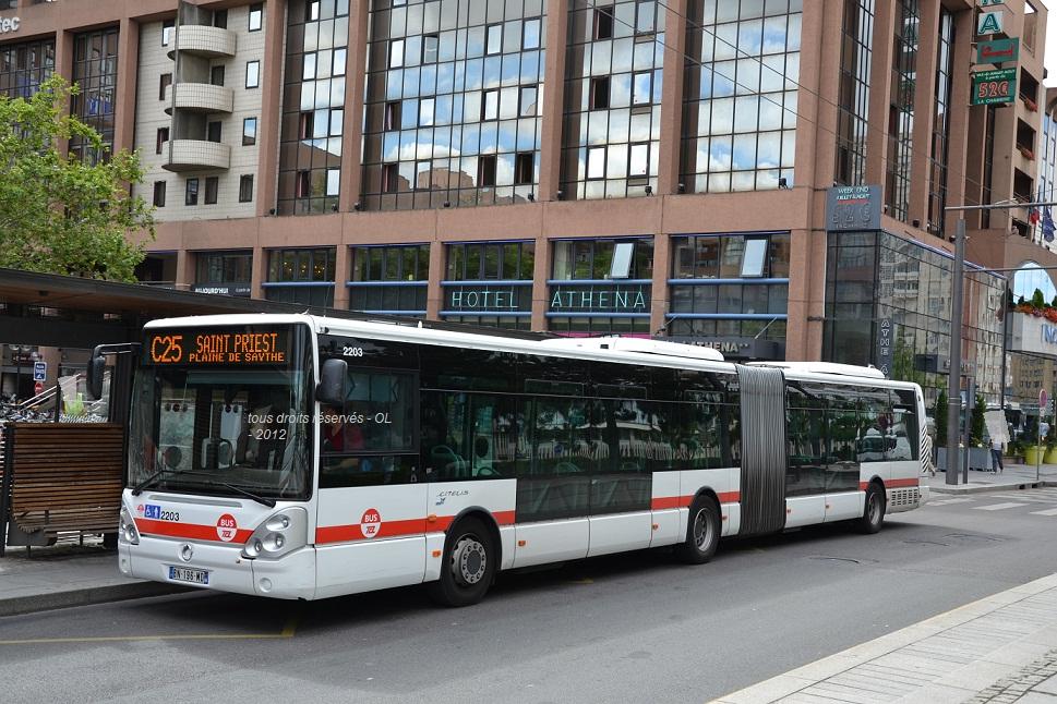autobus autocars cars bus page 3 auto titre. Black Bedroom Furniture Sets. Home Design Ideas
