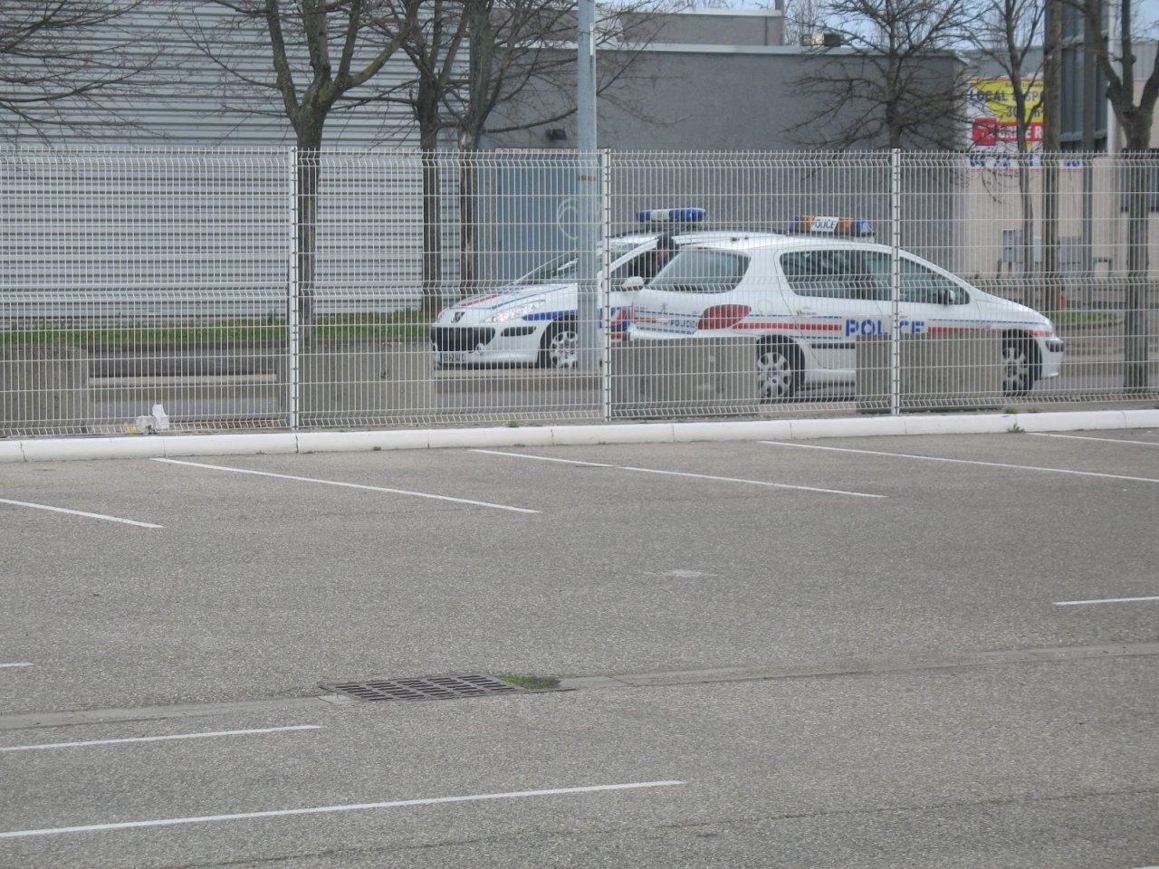 Photos de voitures de police page 787 auto titre - Centre commercial bron ...