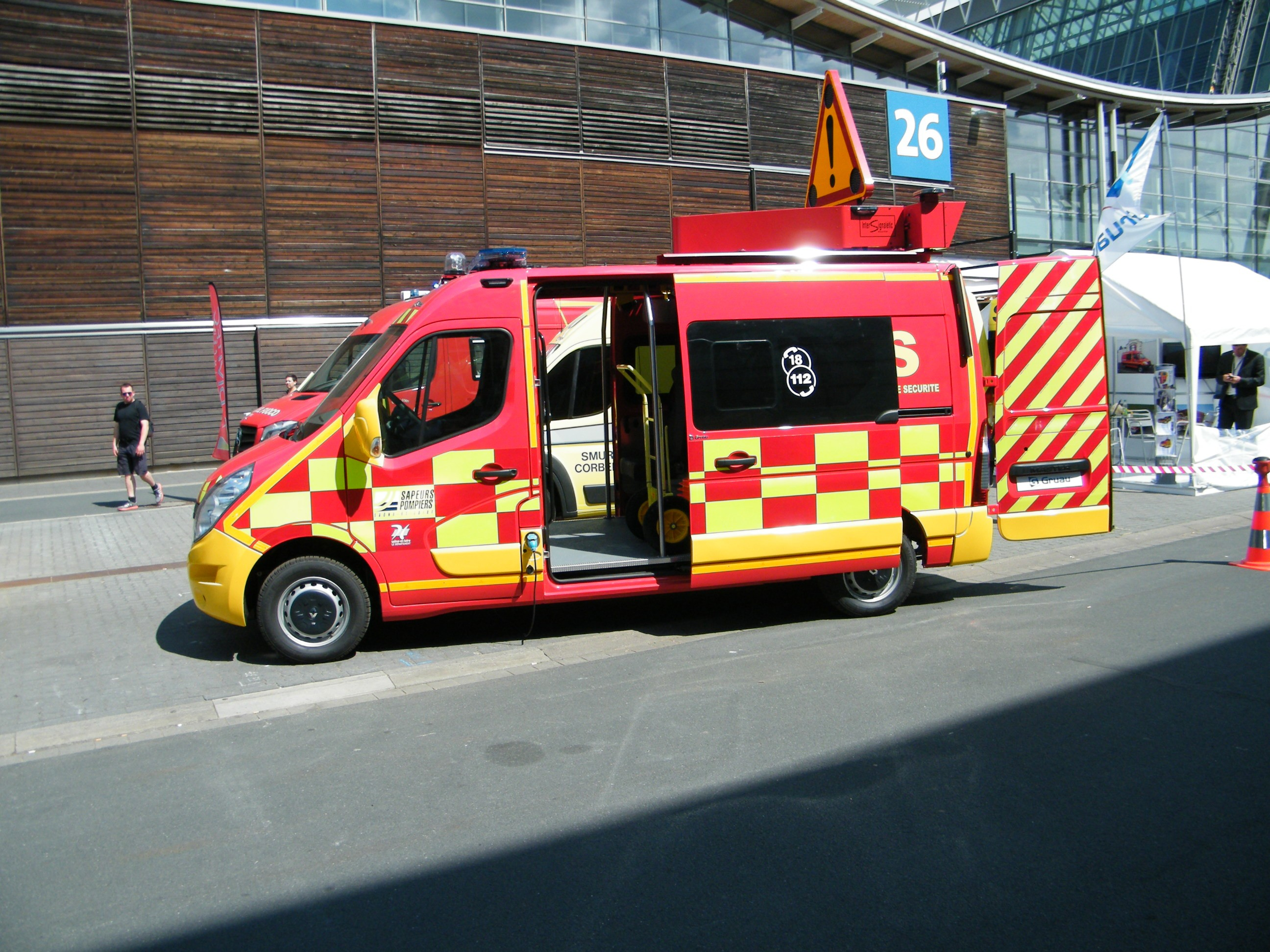 V hicules des pompiers fran ais page 1728 auto titre - Caserne de police playmobil ...