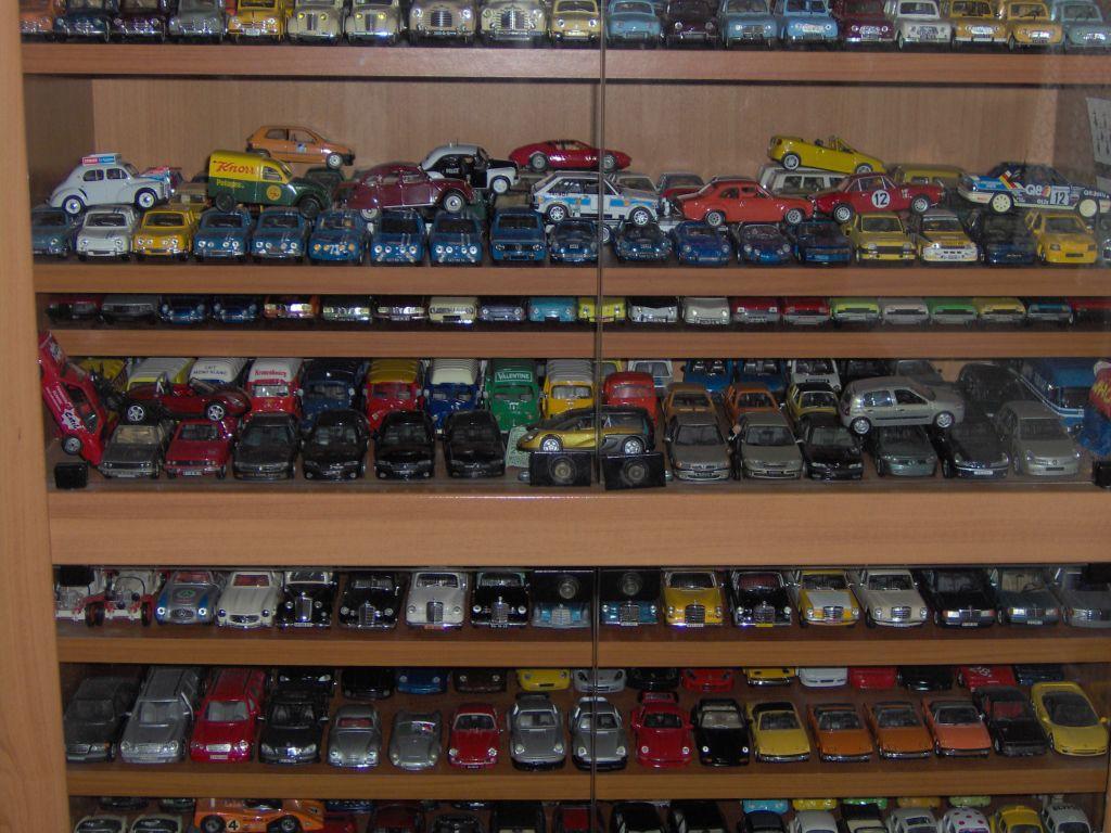 collection de voiture miniature. Black Bedroom Furniture Sets. Home Design Ideas