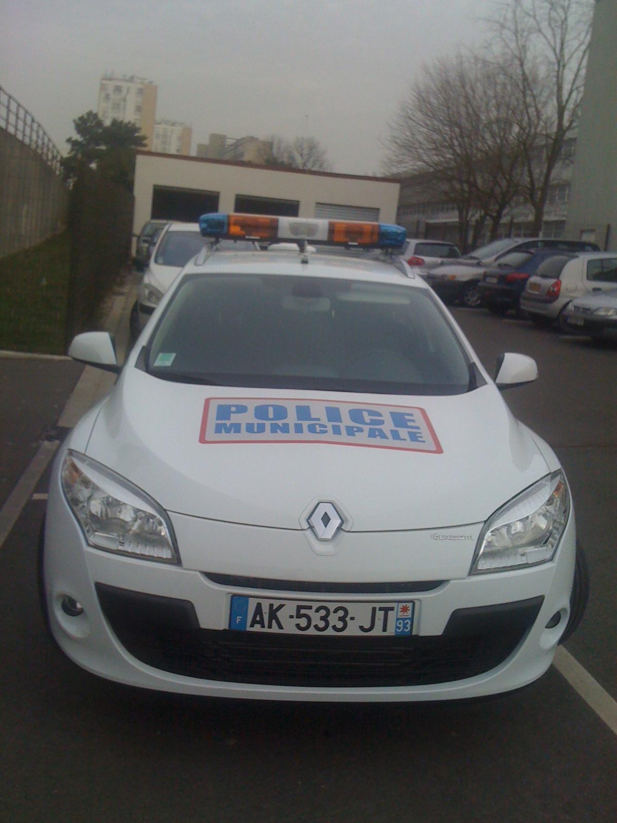 Photos de voitures de police page 1493 auto titre - Garage mercedes vitrolles ...