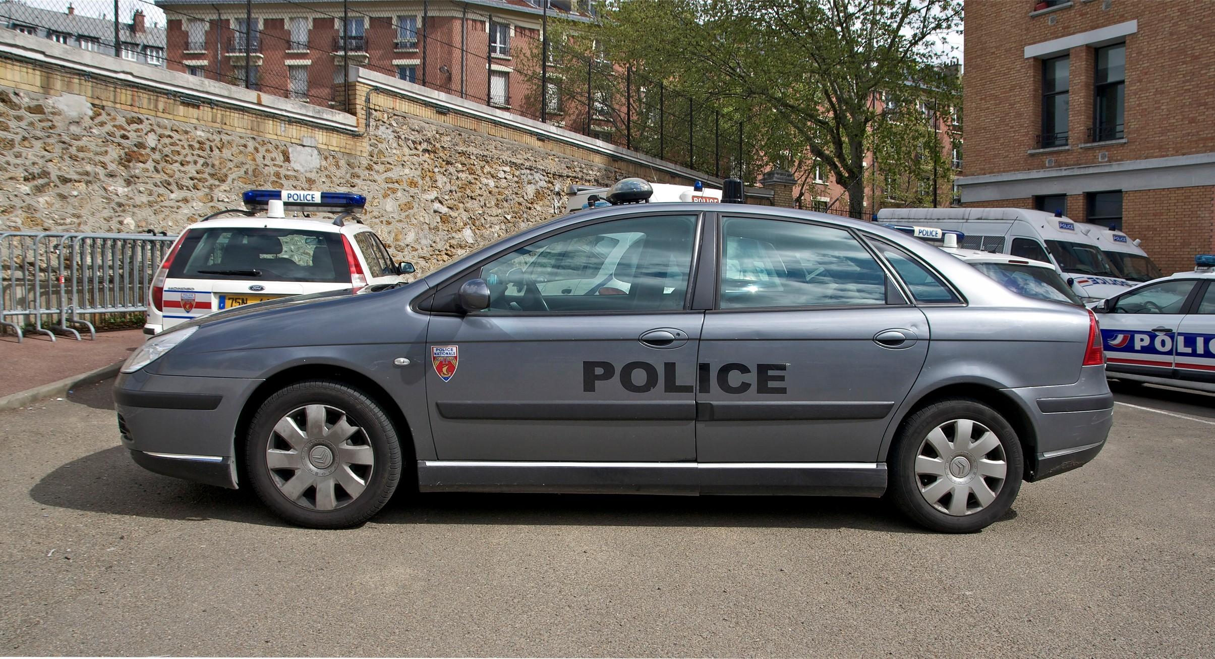 Photos de voitures de police page 2112 auto titre for Garage daf caen