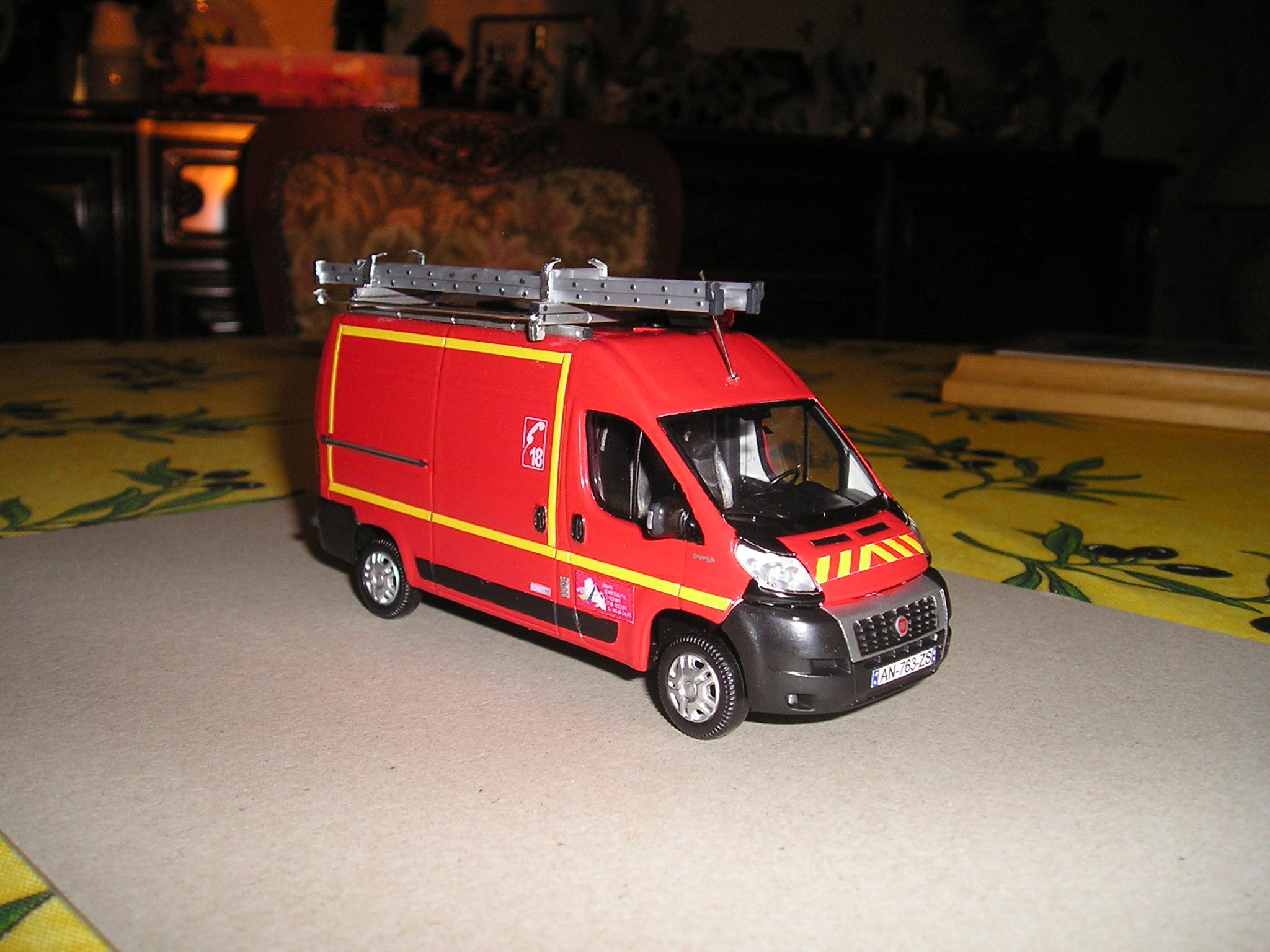 photos de miniatures de v hicules d 39 urgence page 203 auto titre. Black Bedroom Furniture Sets. Home Design Ideas