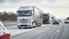 Trois camions roulent en ce moment sans chauffeur ?
