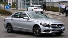 La Mercedes Classe C restylée prend l'air