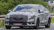 Renault : la descendante de la Fluence se camoufle