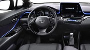 Hybride ou non, premier cliché de l'habitacle de la Toyota C-HR