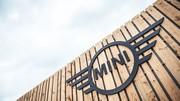 Mini dévoile son nouveau logo au Mondial de l'Automobile 2016 à Paris