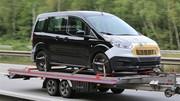 Le ludospace Ford Tourneo Courier restylé de sortie sur un plateau