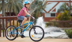 Vélo: le casque devient obligatoire pour les enfants de moins de 12 ans