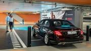 Une Classe E qui se gare toute seule au musée Mercedes