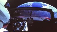 Tesla lance la première voiture dans l'espace
