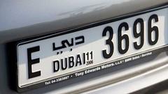 A Dubaï, les plaques d'immatriculations deviennent des écrans à tout faire