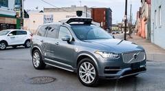 Accident mortel Uber: la voiture autonome a détecté le piéton mais a choisi de ne pas l'éviter