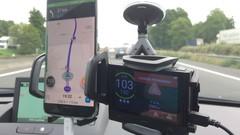 Test vidéo Caradisiac, Le match des antiradars: Waze peut-il remplacer Coyote?