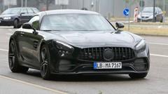 Une AMG GT légèrement camouflée surprise sur la route