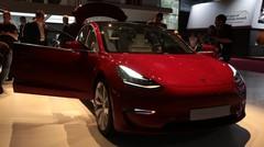 Tesla Model 3 : la familiale électrique s'expose au Mondial de l'Auto