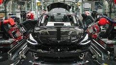 Tesla renoue avec les bénéfices, l'action s'envole