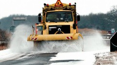 Chasse-neige, saleuse : sur autoroute, on ne les double pas !