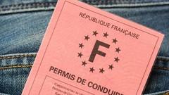 """Emmanuel Macron: bientôt une """"baisse drastique"""" du coût du permis de conduire"""