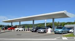 Les prix des carburants continuent de baisser