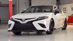 Toyota présente les Camry et Avalon TRD