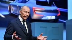 Le numéro 2 de Renault, Thierry Bolloré, tente de rassurer les salariés