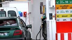 Carburants : Macron promet une baisse des taxes en cas de hausse des prix du pétrole