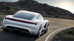 "Porsche : la Taycan prendrait aussi le nom ""Turbo"""