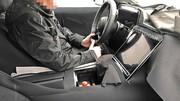 Mercedes cède à la mode des écrans tactiles géants