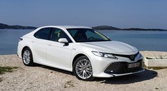 Essai Toyota Camry Hybride : Une grande routière sans malus