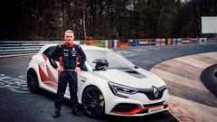 Renault dévoile la Mégane RS Trophy-R et bat un record sur le Nürburgring