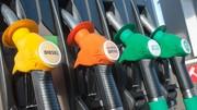 Les prix des carburants baissent un peu, le pétrole plonge