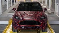 L'Aston Martin DBX se montre un peu plus