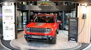 Le Jeep Renegade hybride rechargeable exposé à Paris